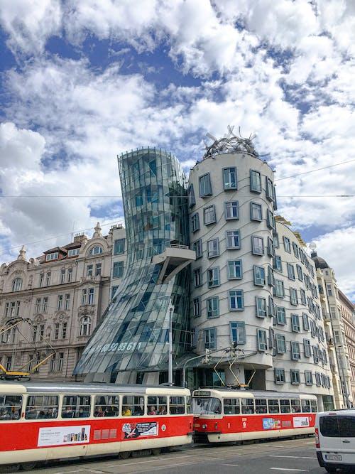 Foto profissional grátis de ao ar livre, arquitetura, Bonde