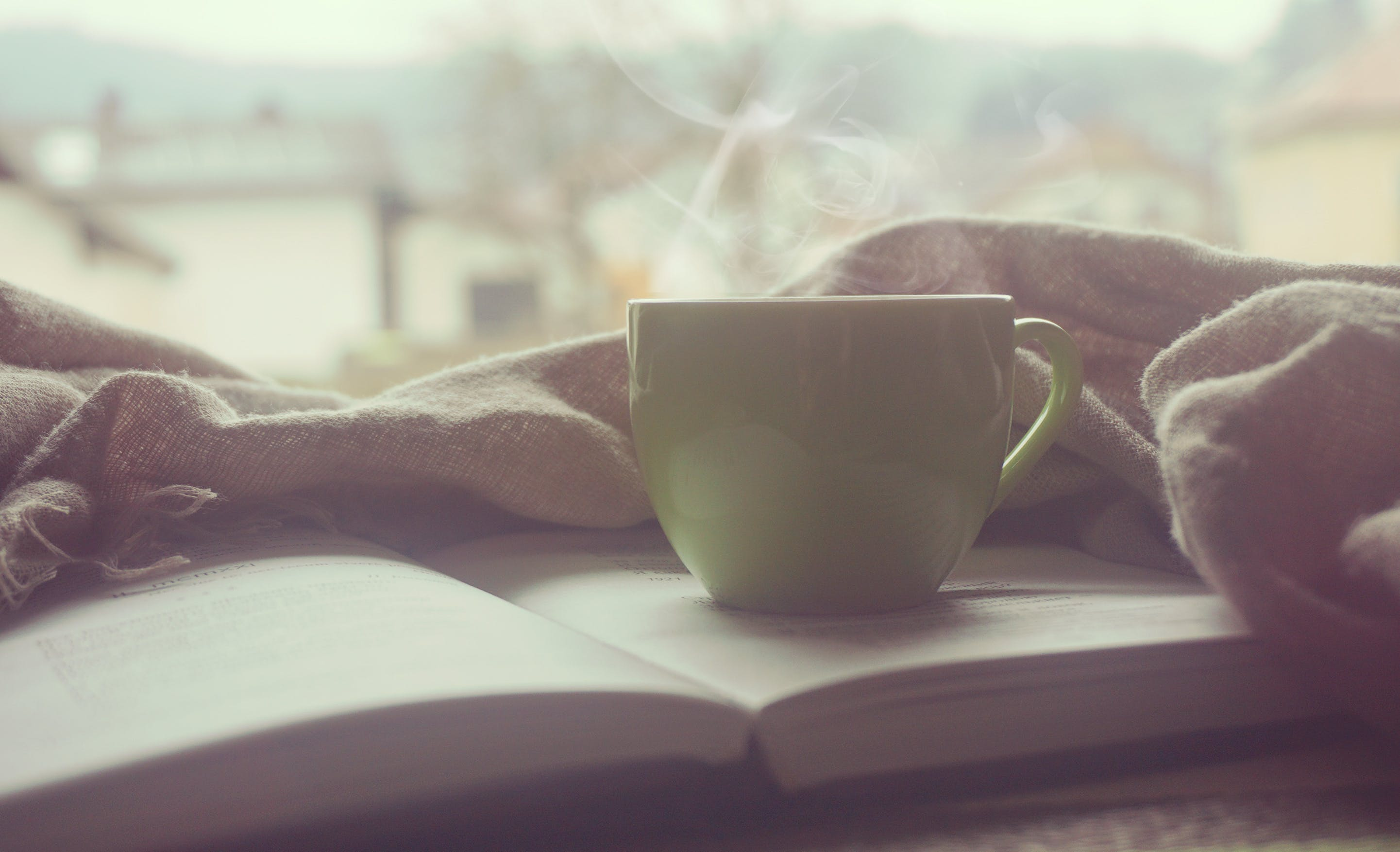 Kostenloses Stock Foto zu bibel, buch, frühstück, kaffee