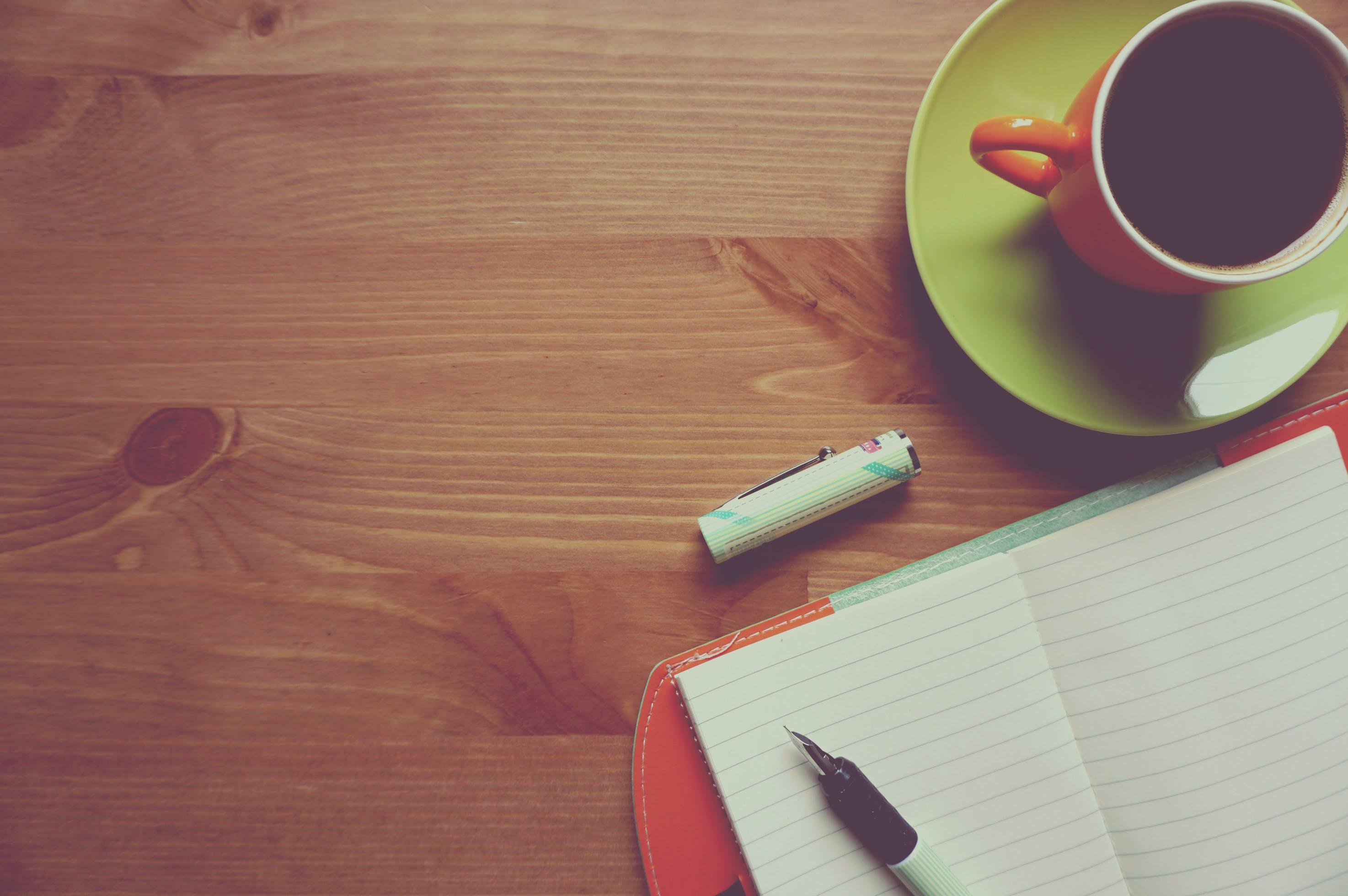 Immagine gratuita di banco, bevanda, bloc notes, caffè