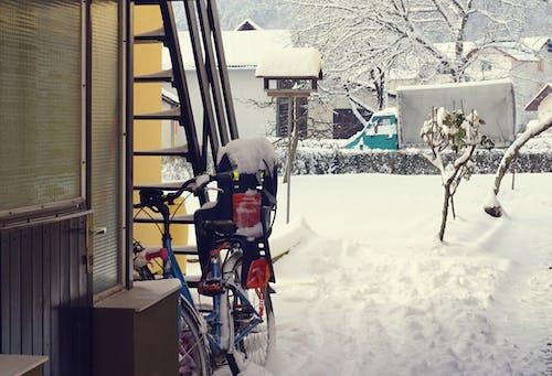 arazi, bisiklet, bisiklet sürmek, kar içeren Ücretsiz stok fotoğraf