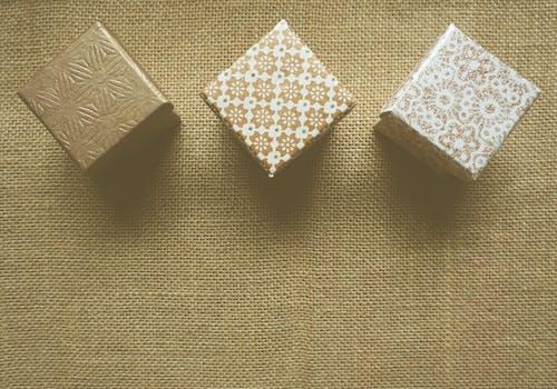 Kostenloses Stock Foto zu design, geschenke, muster, sackstoff