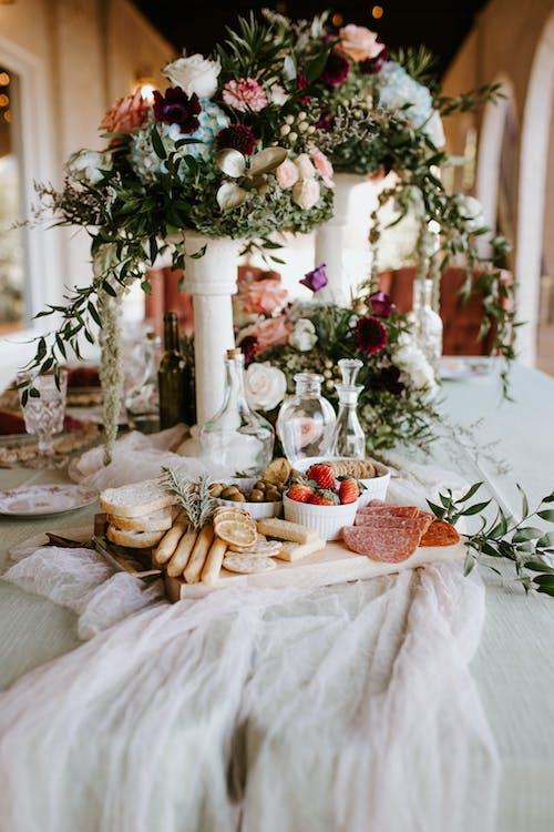 Elegant Table Setting with Flower Arrangements