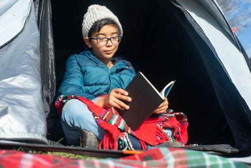 Δωρεάν στοκ φωτογραφιών με αγόρι, ανάγνωση, βιβλίο
