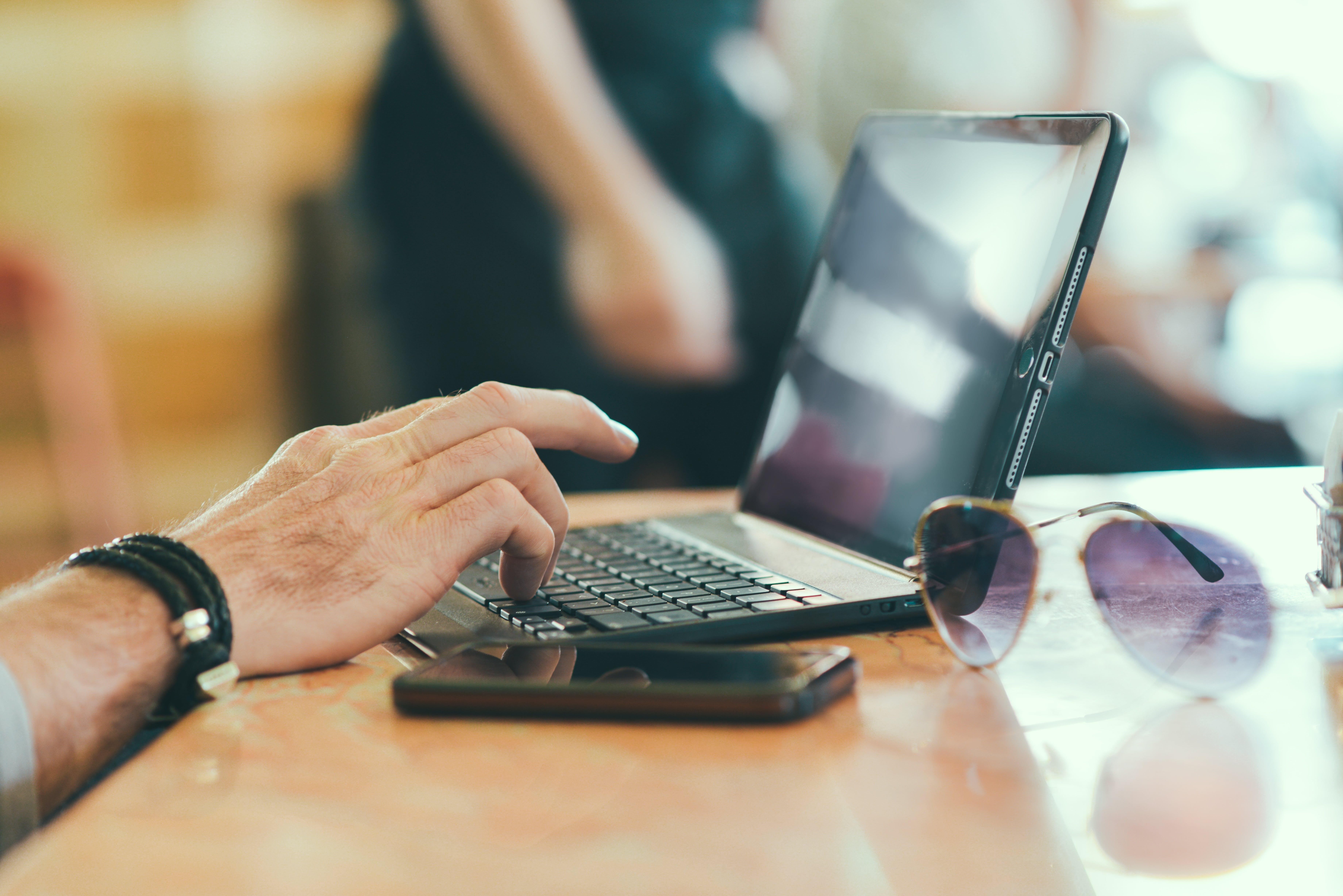 Kostenloses Stock Foto zu arbeiten, business, computer, hand