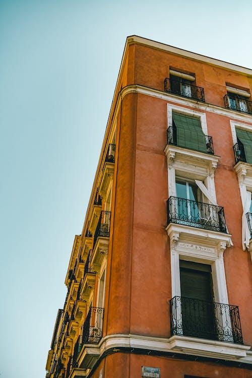 Fotos de stock gratuitas de al aire libre, apartamento, arquitectura, calle