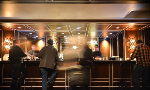 Foto d'estoc gratuïta de bar, barra, begudes, gent