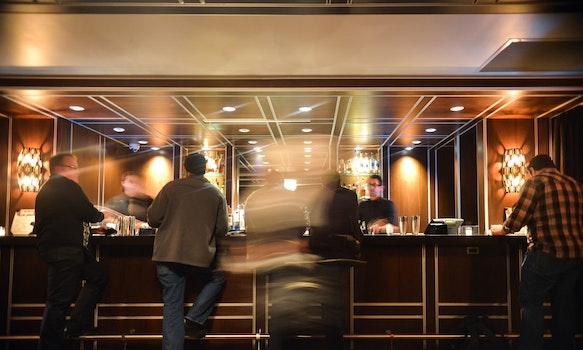 Kostenloses Stock Foto zu menschen, hotel, bar, getränke