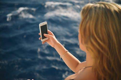 Δωρεάν στοκ φωτογραφιών με iphone, selfie, smartphone, άγγιγμα