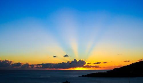 alaca karanlık, deniz, gökyüzü, gün batımı içeren Ücretsiz stok fotoğraf