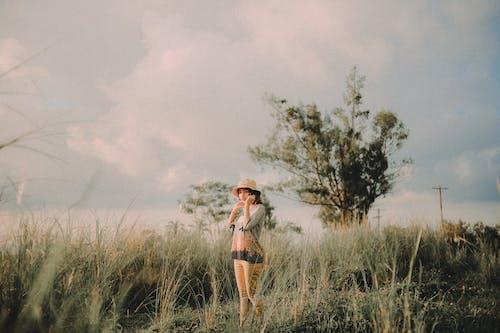 Бесплатное стоковое фото с Взрослый, вода, девочка, девушка