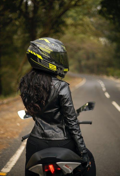 Fotos de stock gratuitas de acción, al aire libre, bici