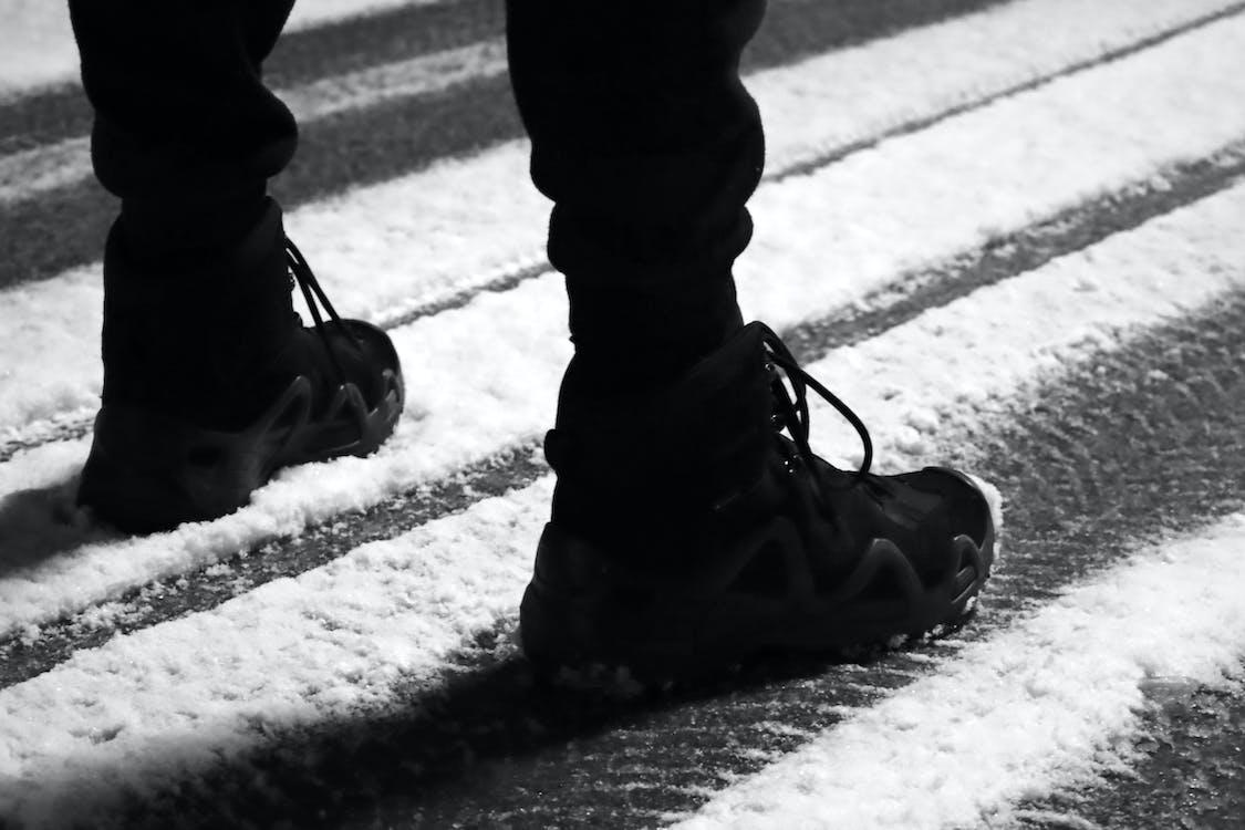 Ingyenes stockfotó fekete csizmák, hadsereg csizma, hó éjszaka témában
