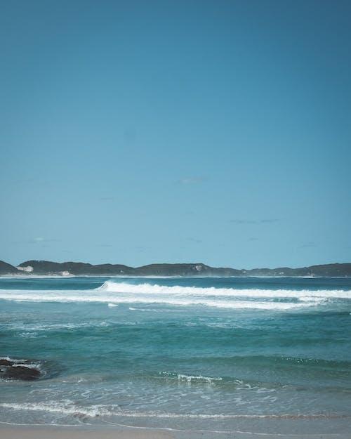 Kostenloses Stock Foto zu badeort, blauer himmel, brise