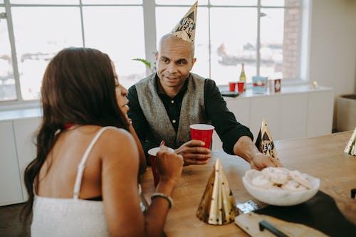 Darmowe zdjęcie z galerii z afroamerykanin, afroamerykanka, ciastka