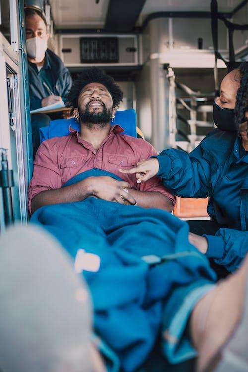 Fotos de stock gratuitas de ambulancia, gente, herido
