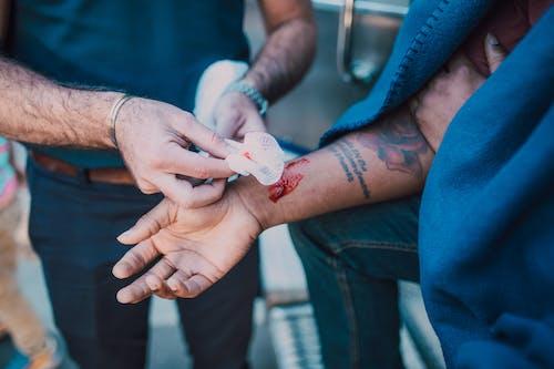 Foto profissional grátis de dano, ferido, ferimento