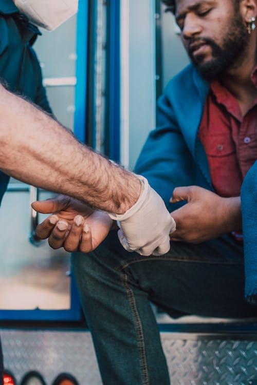 Fotos de stock gratuitas de herido, hombre, lesionado