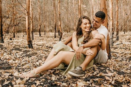 Foto profissional grátis de abraço, afeição, afirmativo