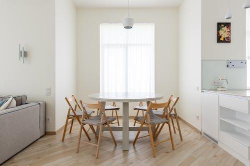 Foto profissional grátis de abajur, apartamento, armário