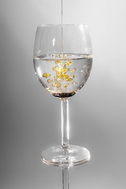bardak, boşaltmak, içki, likit içeren Ücretsiz stok fotoğraf
