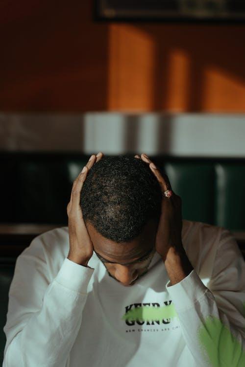 Imagine de stoc gratuită din bărbat afro-american, grav, îngrijorat