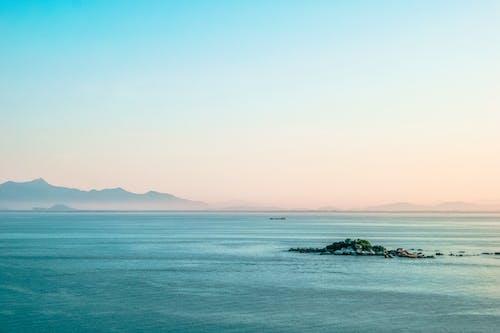 Gratis arkivbilde med fjell, hav, landskap, sjø
