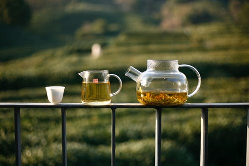 Darmowe zdjęcie z galerii z czajniczek, drewno, drink