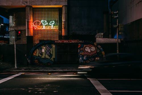 Gratis stockfoto met gebouw, graffiti, muurschildering, Neonbord