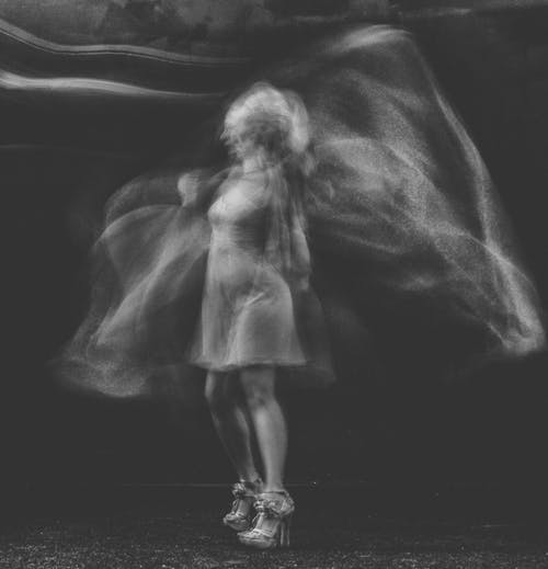 Darmowe zdjęcie z galerii z cielisty, cień, czarno-biały, dorosły