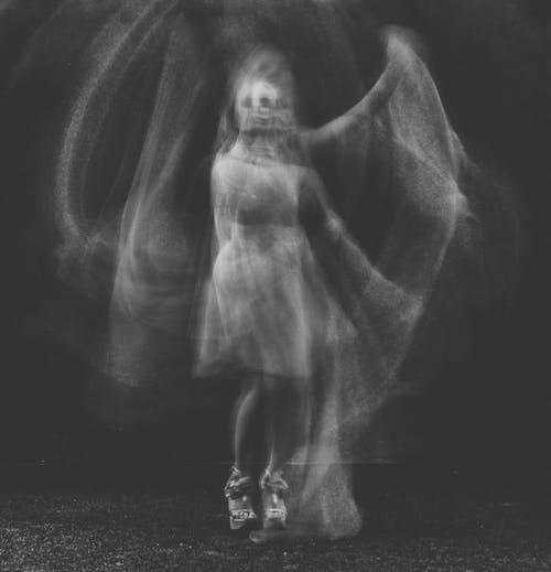 Darmowe zdjęcie z galerii z cielisty, czarno-biały, dorosły, duch