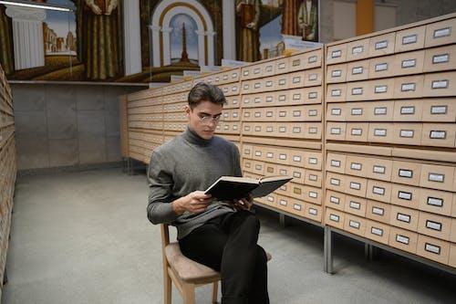 Безкоштовне стокове фото на тему «Бібліотека, всередині, знання»