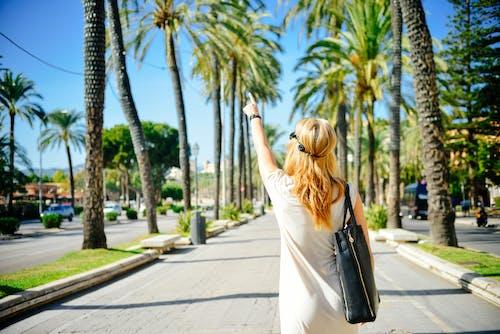 人行道, 假日, 假期, 女人 的 免费素材照片