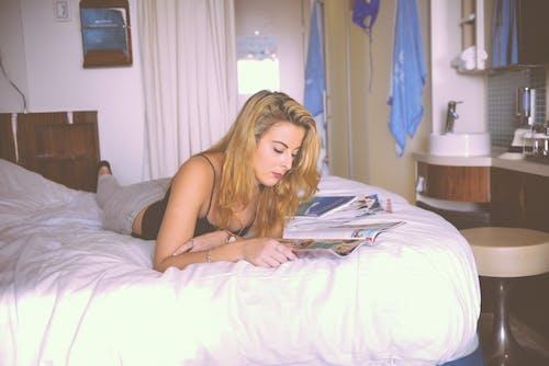 Základová fotografie zdarma na téma časopis, čtení, dovolená, hotel