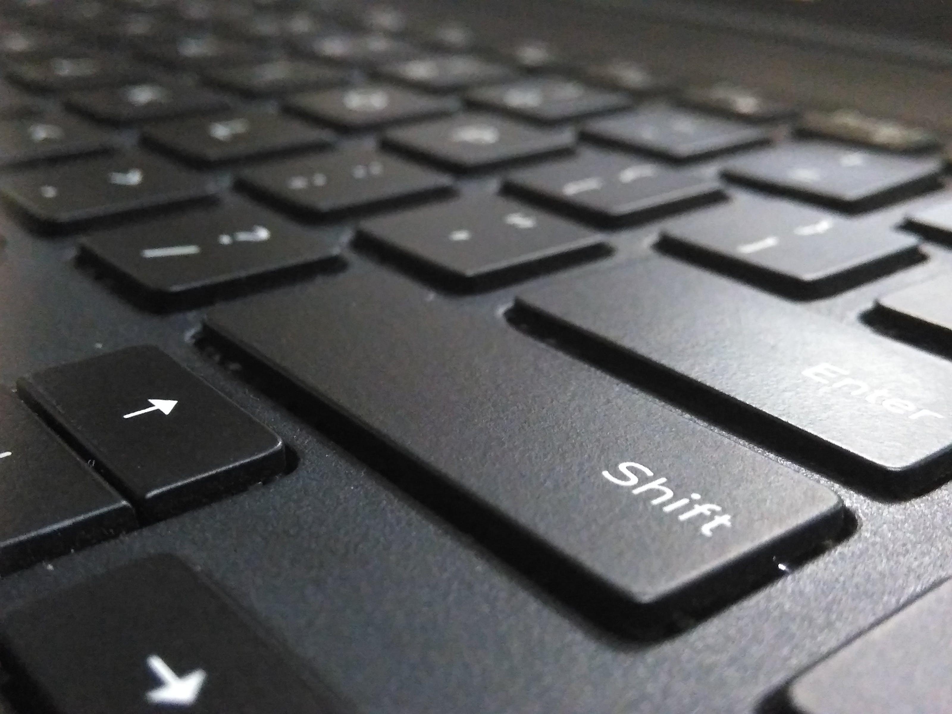 Kostenloses Stock Foto zu computer, laptop, schlüssel, tastatur