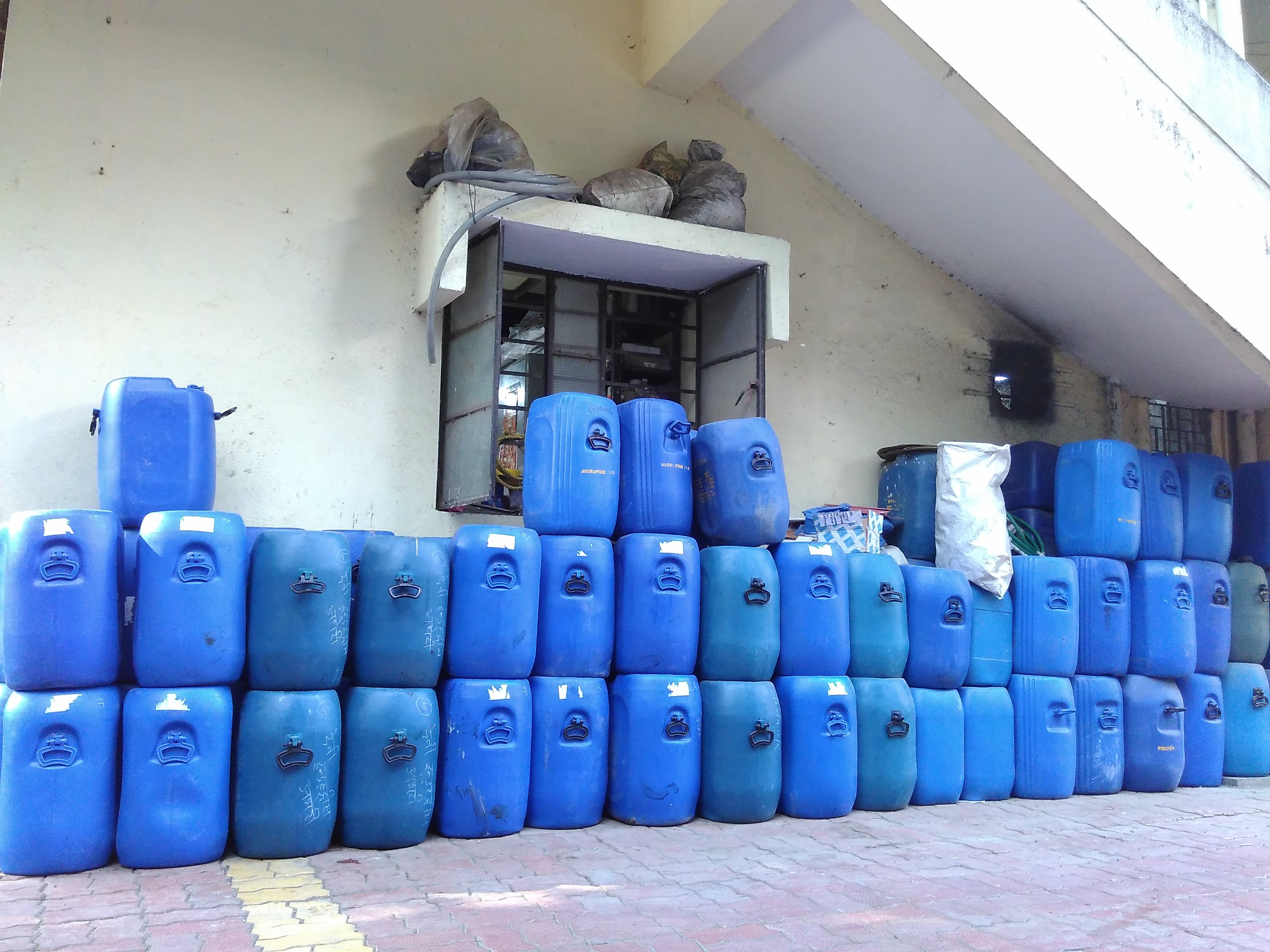 blue cans, chemical, cloth chemical