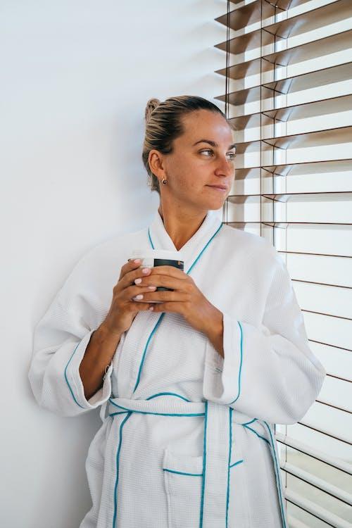 Immagine gratuita di abito (abbigliamento), adulto, alla ricerca, aromaterapia