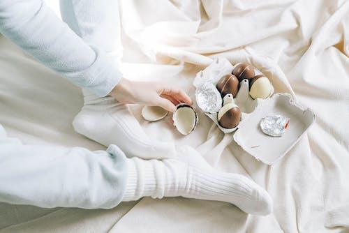 Gratis stockfoto met bed, binnen, binnenshuis, bruidegom