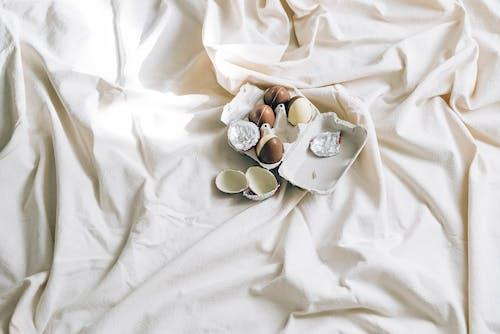 Gratis stockfoto met bed, binnen, binnenshuis, bitterkoekjes