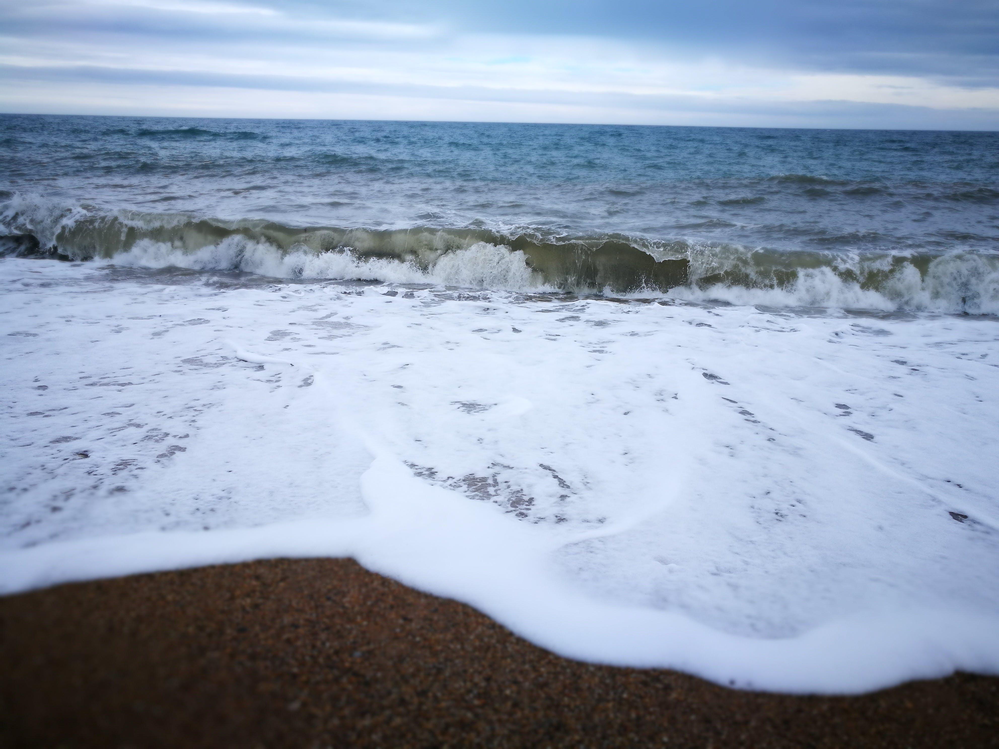 Základová fotografie zdarma na téma mávání, oblázková pláž, pláž, příliv a odliv