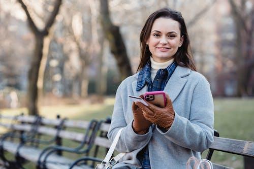 açık hava, akıllı telefon, Aktarmak içeren Ücretsiz stok fotoğraf