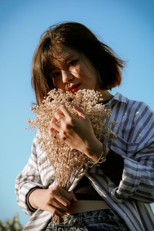 Безкоштовне стокове фото на тему «loifotos, азіатська дівчина, блакитне небо, веселий»