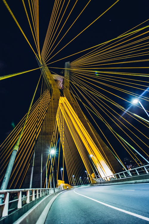 Gratis arkivbilde med bro, fortau, gate, hovedvei