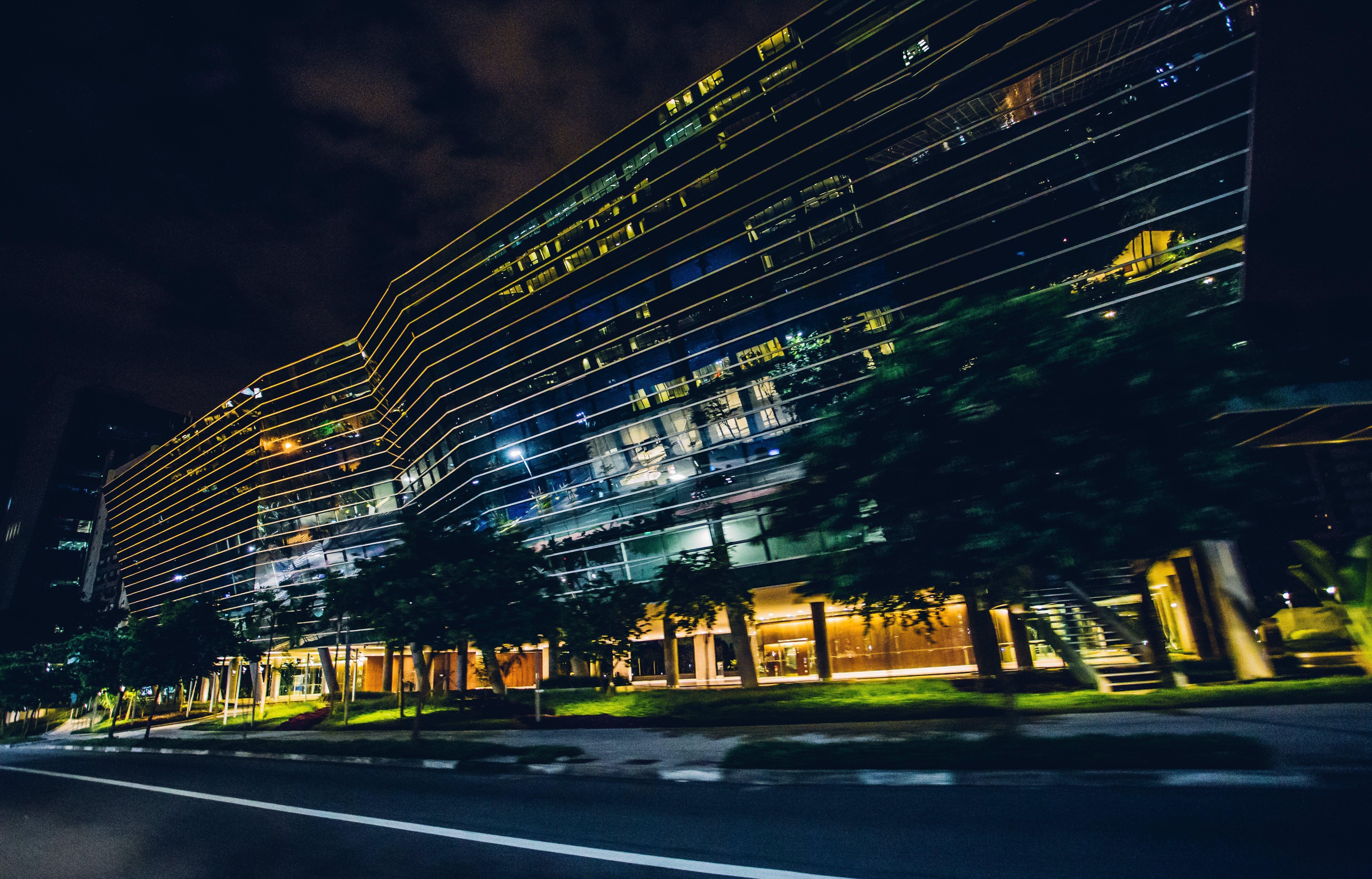 Foto d'estoc gratuïta de arquitectura, carrer, carretera, centre de la ciutat