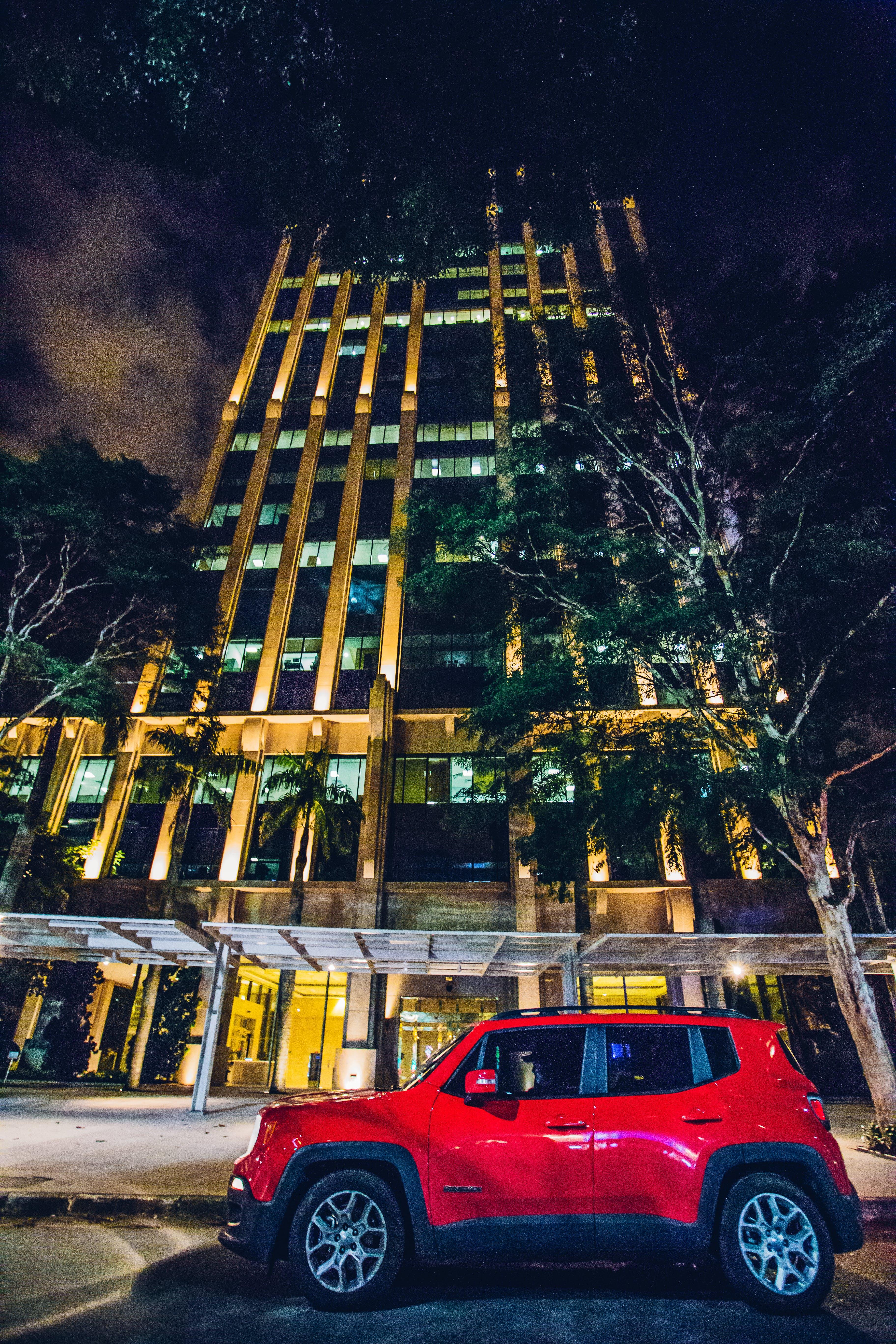 ağaçlar, akşam, araba, bina içeren Ücretsiz stok fotoğraf