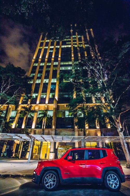 Kostenloses Stock Foto zu abend, architektur, auto, bäume
