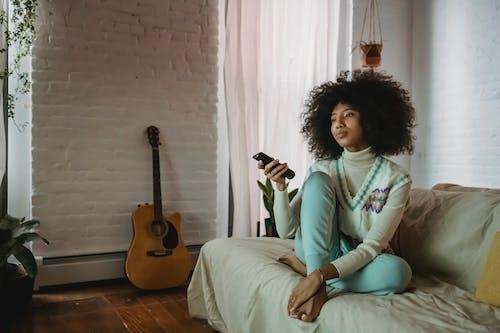 Darmowe zdjęcie z galerii z afroamerykanka, afrykański, apartament