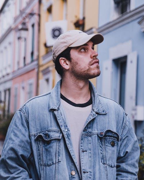 갈색 모자, 남자, 보고 있는의 무료 스톡 사진