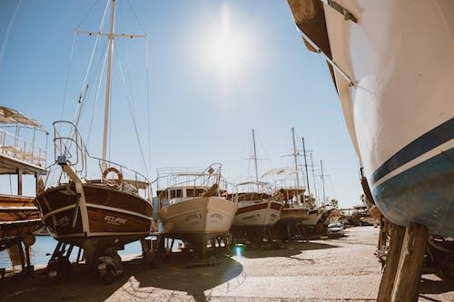 Δωρεάν στοκ φωτογραφιών με αλιευτικό σκάφος, αποβάθρα, βάρκα, θαλαμηγός