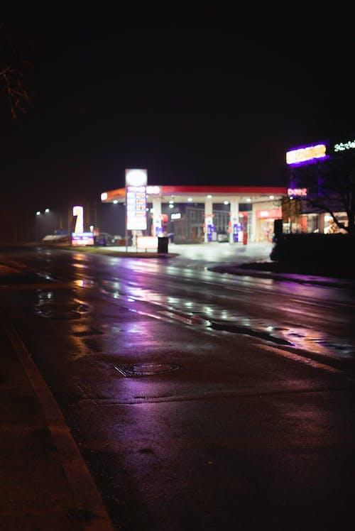 Ingyenes stockfotó aszfaltúton, benzinkút, lila témában