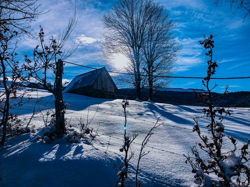 Kostenloses Stock Foto zu himmel, hütte, schnee
